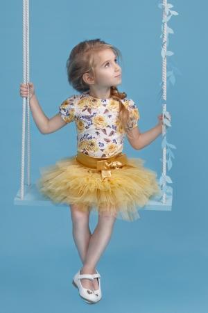 """Скооро выпускной в детском саду и вашей девочке нужен новый наряд на праздник. Нарядный комплект """"Милашка"""" с пышной юбкой золотого цвета. Комплект состоит из блузки с принтом """"цветы"""" короткий рукав и пышной юбки-пачки. Красивый наряд на любой праздник, а также любое торжество! Ваша девочка будет самой яркой и красивой на празднике!"""