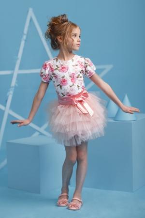 """Хит сезона! Нарядный комплект """"Милашка"""" с пышной юбкой розово-персикового цвета. Комплект состоит из блузки с принтом """"цветы"""" короткий рукав и пышной юбки-пачки. Красивый наряд на любой праздник, а также любое торжество! Ваша девочка будет самой яркой и красивой на празднике!"""