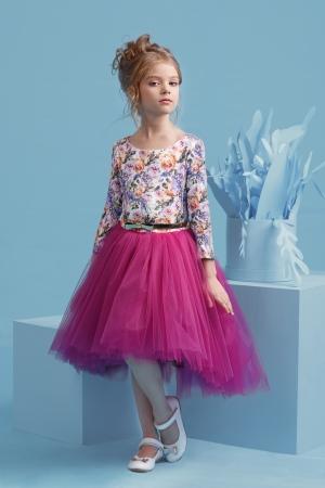 """Нарядное платье """"Милана"""" с пышной юбкой цвета фуксии. Оригинальное и красивое платье для любого торжества! Вверх платья из полиэстера, подкладка из хлопка, юбка из нескольких слоев, что придает пышность, сзади небольшой шлейф."""