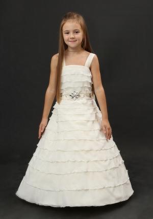 """Нарядное платье с воланами """"Сандра"""". Ваша девочка на празднике почувствует себя настоящей принцессой в этом платье! Пояс украшен стеклярусом, а сзади большой бант. Платье утягивается шнуровкой, для худых девочек. длина платья от груди (без учета лямок).Подъюбник продается отдельно!"""