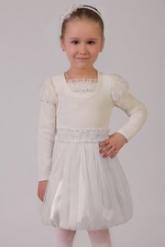 Нарядная юбка молочного цвета с розочками на поясе и большим бантом.