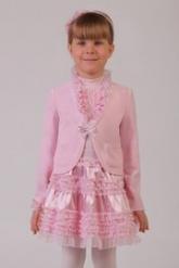 Нарядный жакет розового цвета из велюра с длинным рукавом.