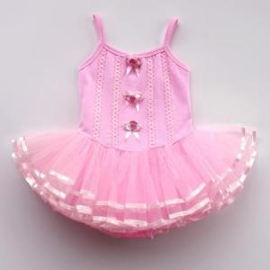 """Купальник для танца """"Нежный цветок"""" розового цвета на лямках. Данный купальник подходит для занятий танцами. Оригинальный фасон, позволяет носить данный купальник на танцы, а также на праздники, выступления и разные мероприятия. Маленькая девочка сможет чувствовать себя в нем очень уютно и комфортно, так как костюм для танца приятный на ощупь."""