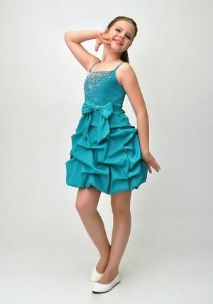 """Нарядное платье """"Мариэтта"""" бирюзового цвета с болеро.Изысканное платье со стразами и оригинальной юбкой. Красивое платье для настоящих модниц. Платье на молнии и шнуровкой, что хорошо для регулировки объема. Данный наряд идеален для любых торжеств и праздников."""