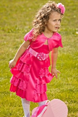 """Нарядное болеро малинового цвета с коротким рукавом. Такое """"болеро"""" дополнит собою практически любое платье из нарядной коллекции платьев."""