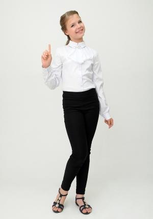 Школьная форма. Школьная блузка белого цвета с длинным рукавом и манишкой.Нарядная блуза спереди украшена красивой и нежной манишкой. Такую блузу можно носить как в школу, так и в повседневной жизни.