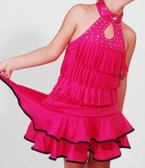 Юбка для танцев малиновая с черными вставками на воланах. Юбка для латина, бальных и других танцев. Красивая юбка для девочки позволяет носить ее на дискотеки, на занятия танцев и в повседневной жизни.