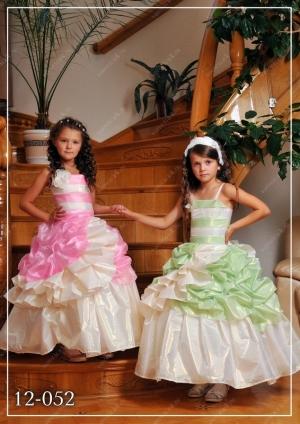 """Нарядное платье с пышной юбкой """"Лора"""".Бальное платье идеально для любых торжеств и праздников! Само платье корсетноготипа, за счет этого можно регулировать в объеме. Длина платья указана от плеча.К этому платью можно подобрать подъюбник."""