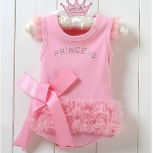 """Детское боди """"Принцесса"""". Очень красивое боди для маленьких девочек. Оригинальная надпись и рюши делают наряд еще больше привлекательным.Боди приятноена ощупь, не вызывает раздражения у детей."""