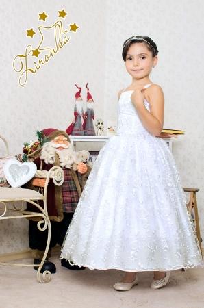 """Нарядное платье """"Клариса"""" белого цвета из кружева.Нежное и красивое платье для настоящих модниц! Оригинальное и красивое платье для любого торжества! Платье на спинке прошито гармошкой, поэтому сидит по фигуре, для девочек стандартной комплекции."""