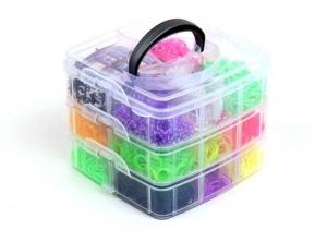 Набор резиночек для плетения Loom bands.Набор 3000 шт в трех-уровневой коробке из пластика из разноцветных резинок 15 цветов. Резиночки в наборе однотонные и двухцветные. В набор входит: 1 маленький станок, 2 рогатки, 2 крючка, 50 S-клипс. Красивый и оригинальный набор резиночек для плетения. Идеальный подарок для вашего ребенка. С помощью резиночек для плетения, ваш ребенок сможет самостоятельно сплести браслеты, кольца, подвески, различные игруки для себя и своих близких.