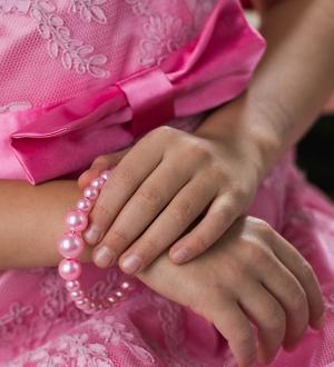 """Браслет """"Жемчуг"""".Изящный браслетик для девочек, выполнен из бусинок. Представлен в нескольких цветах."""
