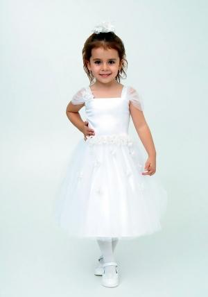 """Нарядное платье """"Лина"""" цвет белый.Красивое платье, украшено цветочками, идеально подойдет на любой праздник или утренник в детском саду. Красивое платье с пышной юбкой для самых маленьких девочек. На спинке платье застегивается на молнию и завязывается на бант."""