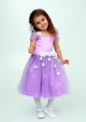 """Нарядное платье """"Лина"""" цвет сиреневый.Красивое платье, украшено цветочками, идеально подойдет на любой праздник или утренник в детском саду. Красивое платье с пышной юбкой для самых маленьких девочек. На спинке платье застегивается на молнию и завязывается на бант."""