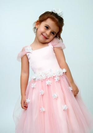 """Нарядное платье """"Лина"""" цвет персиковый.Красивое платье, украшено цветочками, идеально подойдет на любой праздник или утренник в детском саду. Красивое платье с пышной юбкой для самых маленьких девочек. На спинке платье застегивается на молнию и завязывается на бант."""