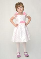 Нарядное платье белого цвета в розовой горох.