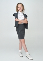 Школьный костюм с прямой юбкой серого цвета.