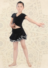 Юбка для танцев черная с серебристыми вставками на воланах.