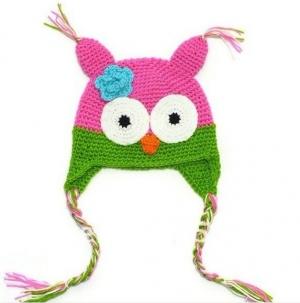 """Вязаная шапочка """"Веселая птичка"""". Нарядная шапочка для самых маленьких девочек с 0 до 2 лет, на объем головы до 50 см. Очень приятная на ощупь и не раздражает кожу головы. Отлично подойдет для весны и осени.Эта модная шапочка сделает вашу малышку центром внимания окружающих."""