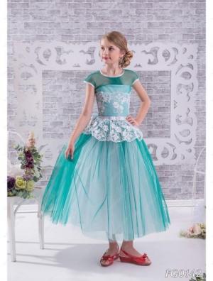 """Нарядное платье """"Акулина"""" с кружевом и пышной юбкой.Красивое платье с кружевом. Платье идеально для любых праздников и ваша красотка будет в нем самой красивой. Само платье корсетного типа, регулируется шнуровкой. Идеальный наряд на любое торжество, карнавал или выпускной, затмит всех своей красотой и оригинальностью. Длина платья указана от плеча. Представлено несколько вариантов цветов."""