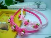 Ободок для волос с нежными цветочками.