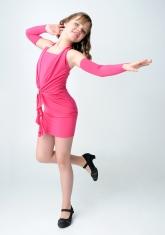 """Элегантное платье """"Джулия"""" малинового цвета с перчатками."""