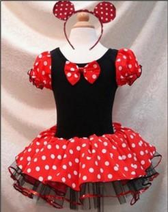 """Детский карнавальный костюм """"Мини Маус"""".Этот купальник черного цвета с юбочкой красного цвете в белый горох и ракавчиками фонарик. Костюм украшает бантик спереди и ободок с ушками. Такой прекрасный костюм подойдет как для занятий танцами, так и для карнавала. Прекрасный наряд на Новый год. Ваша малышка очарует всех вокруг в таком наряде. Юбочка у купальника из 2 нижних слоев сетки и верхнего слоя из шелка. Длина юбочки 18-22 см. (Ободок к комплекту не входит)."""