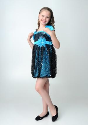 """Нарядное платье """"Кристи"""" бирюзово-черного цвета с болеро.Лиф платья украшен паетками, юбка из гипюра, пышная в форме балона. Объем изделия регулируется на спине вшитой резинкой. Платье украшают цветок на талии и атласный пояс. Красивый наряд для настоящих модниц."""