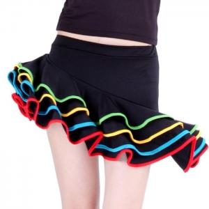 Юбка для танцев черная с разноцветными вставками на воланах. В комплекте идут трусики в цвет юбки.Юбка для латина, бальных и других танцев. Нарядная юбка с оригинальным фасоном, позволяет носить ее на дискотеки, на занятия танцев и в повседневной жизни.