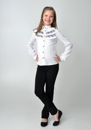 Школьная распродажа, успей купить, остался один размер! Школьная блузка белого цвета с длинным рукавом и воротником стойкой с рюшами черного кружева.Нарядная блузка - спереди украшена рюшами из шифона и черного кружева. Очень красивая и нежная блузка, можно носить со школьным костюмом. Также данную блузку можно носить на праздник или в повседневной жизни. Ткань эластичная, хорошо тянется.