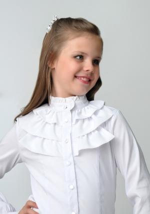 Школьная блузка для девочек белого цвета с воротником стойкой и длинным рукавом. Нарядная блузка - спереди украшена рюшами. Очень красивая и нежная блузка, можно носить со школьным костюмом. Также данную блузку можно носить на праздник или в повседневной жизни. Ткань эластичная, хорошо тянется.