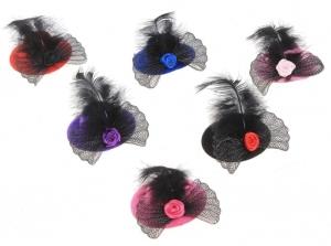 """Зажим-шляпка с пером """"Цветочек"""".Зажим-шляпка, прекрасное дополнение к любому наряду для вашей красотки. Маленькая шляпка на заколке, поэтому хорошо держится на голове. Красивый и оригинальный аксессуар на голову."""