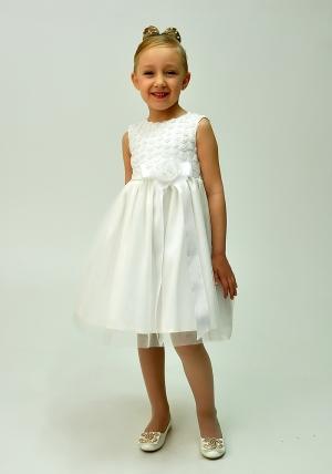 """Нарядное платье """"Розочки"""" цвета айвори.Детское платье, очень красивое и нарядное с маленькими розочками на груди. Ясельное платье для малышек. Платье с подкладом, что создает комфорт для самых маленьких девочек. Прекрасный наряд для любых торжеств и праздников."""
