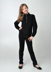 Детская блузка черного цвета с рюшами и длинным рукавом.