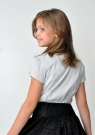 Детская блуза с коротким рукавом серого цвета с жабо из черного кружева.