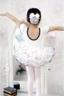 """Купальник для танцев """"Модница"""" белого цвета с черной каемкой."""