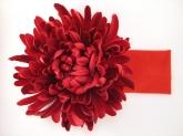 """Большой цветок """"Астра"""" бордового цвета на широкой повязке."""