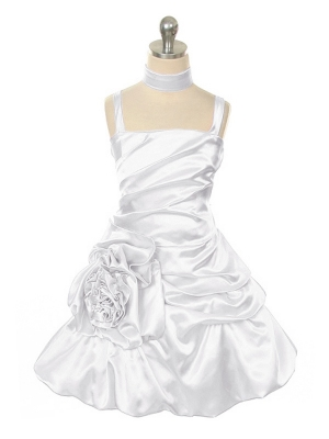 """Нарядное платье """"Сибил"""" белого цвета.Красивое платье с оригинальным кроем юбки и шикарным поясом на талии. К платью прилагается шарфик-палантин. Данное платье идеально для любых праздников."""