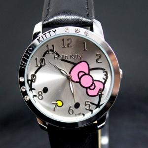 Стильные Часы Hello Kitty на ремешке. Эти часы прекрасно смотрятся на руке и удобные в обращении. Стальной корпус часов с кристалликами, а внутри циферблата изображена симпатичная мордочка кошки с бантом. Ремешок из искусственной кожи разного цвета. Оригинальный подарок для любой девочки или девушки.