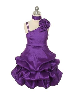 """Нарядное платье """"Клеменс"""" фиолетового цвета.Красивое платье с оригинальным кроем юбки и шикарным поясом на талии. Платье сбоку застегивается на молнию и завязывается в красивый широкий бант. К платью прилагается фиолетовый шарфик-палантин. Данное платье идеально для любых праздников."""