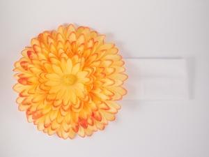 Повязка с желто-оранжевой хризантемой. Цветок очень пышный и красивый оригинально смотрится на повязке. Замечательный аксессуар на голову.