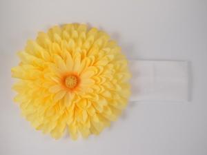 Повязка с желтой хризантемой. Цветок очень пышный и красивый оригинально смотрится на повязке. Замечательный аксессуар на голову.