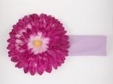 Повязка с сиренево-фиолетовой хризантемой.
