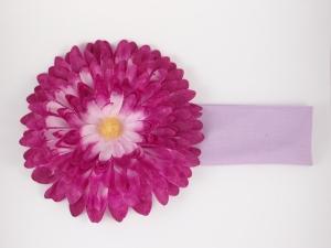 Повязка с сиренево-фиолетовой хризантемой.Цветок очень пышный и красивый оригинально смотрится на повязке. Красивый аксессуар на голову. Прекрасный штрих к любому наряду.