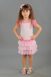"""Нарядная блузка светло-розового цвета с коротким рукавом """"фонарик"""".Симпатичный рукавчик, нежные оборочки и красивый бантик, очень украшают блузку. Прекрасное дополнение с пышной юбочке."""