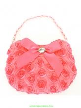 Маленькая сумочка с розочками и атласным бантиком кораллового цвета.