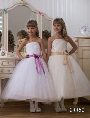 """Бальное платье с пышной юбкой """"Зорина"""".Это платье подчеркнет всю красоту вашей модницы. Платье можно одеть и праздник и на любое мероприятие! Это платье корсетного типа, за счет корсета регулируется в объеме, и идеально для ваших девочек разного возраста.К этому платью можно подобрать подъюбник."""