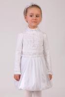 Нарядная блузка белого цвета с длинным рукавом и воротником-стойкой.