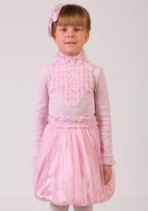 Нарядная блузка розового цвета с длинным рукавом и воротником-стойкой.