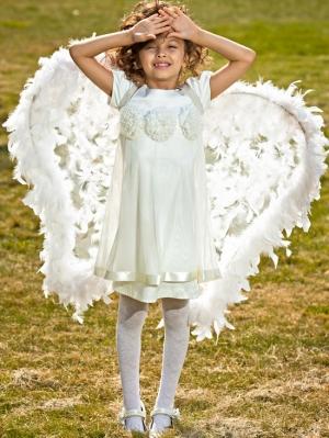"""Нарядное платье """"Ангел"""" кремового цвета.Красивоеплатье для девочек с коротким рукавом с шифоновыми цветочками на груди. Платье сзади застегивается на пуговку. Идеальный наряд на любой праздник, а также идеальный наряд на крестины."""